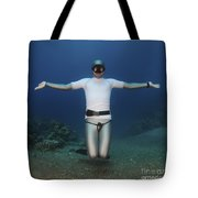 Freediver Underwater Tote Bag by Hagai Nativ