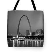 Gateway Arch In St Louis Tote Bag