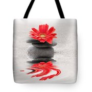 Gerbera Reflection Tote Bag by Delphimages Photo Creations