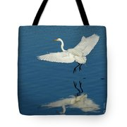 Great Egret Landing Tote Bag