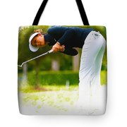 Michelle Wie  Putt On The Tenth Green Tote Bag