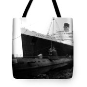 Morning Fog Russian Sub And Queen Mary 01 Bw Tote Bag