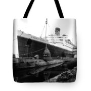 Morning Fog Russian Sub And Queen Mary 02 Bw Tote Bag