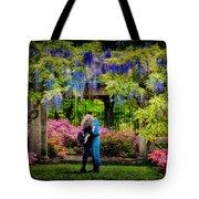 New York Lovers In Springtime Tote Bag