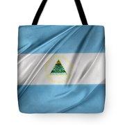 Nicaraguan Flag Tote Bag by Les Cunliffe