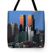 Nyskyline Moonrise At Sundown Tote Bag
