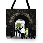 Oil Painting - Staff And Tourists At The Entrance Of Stirling Castle Tote Bag