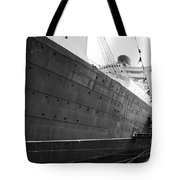 Portside Bw Queen Mary Ocean Liner Long Beach Ca Tote Bag