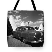 Route 66 Wigwam Motel And Classic Car 5 Tote Bag