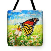 Royal Monarch Butterfly In Daisies Tote Bag