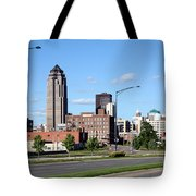 Skyline Of Des Moines Iowa Tote Bag