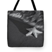 Starfish On The Beach Bw Tote Bag