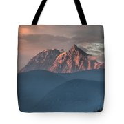 Sunset Over The Tantalus Mountains In Squamish Tote Bag