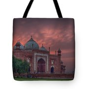 Taj Mahal Mosque At Sunset Tote Bag