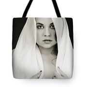 The Veil 1057.01 Tote Bag
