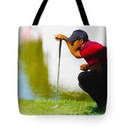 Tiger Woods Lines Up A Putt On The 18th Green Tote Bag