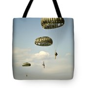 U.s. Soldiers Descend Through The Sky Tote Bag