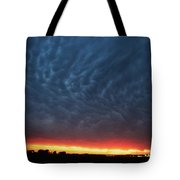 Weaking Cells Made For A Perfect Mammatus Sunset Tote Bag