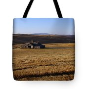 Weathered Barn In Field Tote Bag