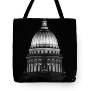Wisconsin State Capitol Building At Night Black And White Tote Bag