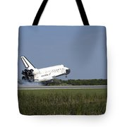 Space Shuttle Discovery Lands On Runway Tote Bag