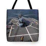 An Sh-60b Sea Hawk Lands On The Flight Tote Bag