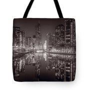 Chicago River East Bw Tote Bag
