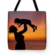 Mother And Child Sunset Silhouette Tote Bag