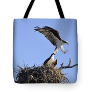 Osprey Coming In For A Landing Tote Bag
