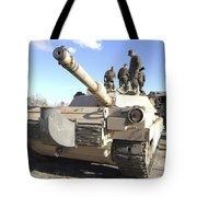 Soldiers Get Their Battletank Ready Tote Bag