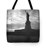 Statue Of Liberty At Sunset Tote Bag
