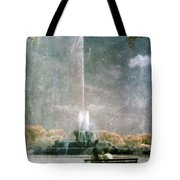Two People By Buckingham Fountain Tote Bag