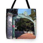 Uc Berkeley . Sproul Plaza . Sather Gate . 7d10039 Tote Bag
