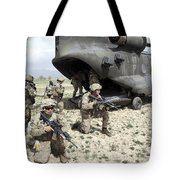 U.s. Army Soldiers Board A Ch-47 Tote Bag