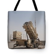 U.s. Army Soldiers Power-up A Mim-104 Tote Bag