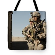 U.s. Army Soldiers Search A Site Tote Bag