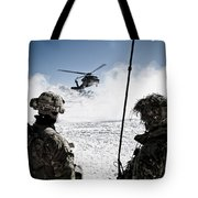 U.s. Army Soldiers Watch The Arrival Tote Bag