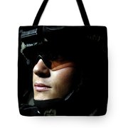 U.s. Army Specialist Waits To Dismount Tote Bag