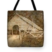 Vintage Looking Old Barn In The Great Smokey Mountains Tote Bag