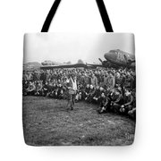Wwii Artillery Commander Gives Pilots Tote Bag