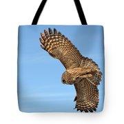 Great Gray Owl Plumage Patterns In-flight Tote Bag
