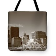 Chicago Skyline And Buckingham Fountain Tote Bag