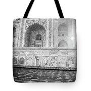 Monochrome Taj Mahal - Sunrise Tote Bag