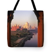 Taj Mahal At Sunrise Tote Bag