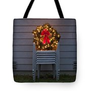 Christmas Wreath On Lawn Chairs Tote Bag