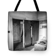 Abandoned House Wilson Nc 0015 Tote Bag