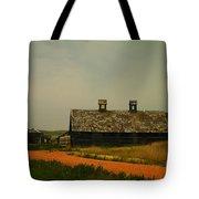 An Old Montana Barn Tote Bag