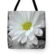 An Outstanding Daisy Tote Bag