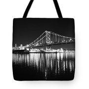 Benjamin Franklin Bridge - Black And White At Night Tote Bag