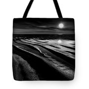 Black And White Beach - Low Tide Tote Bag
